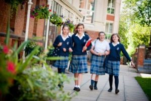 malvern-girls-school-totally4women-girls-walking-300x201