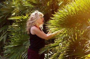 Saskia standing next to a tree