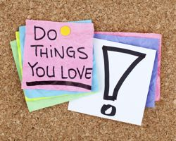 Notice board with post it note saying 'do things you love'