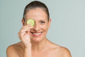 Moisturizing treatment for mature skin